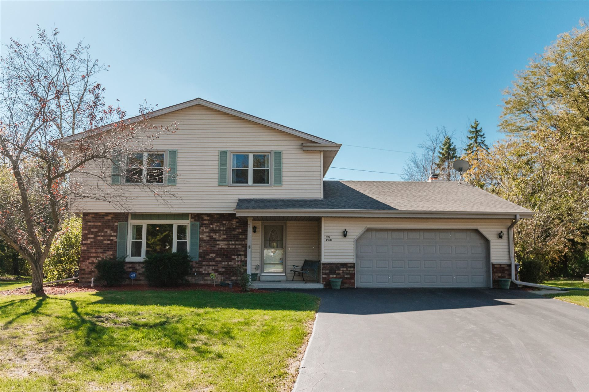 S78W17761 Canfield Ct, Muskego, WI 53150 - #: 1713577