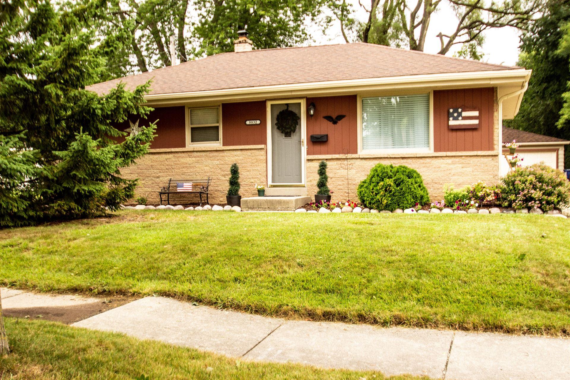 8832 W Kiehnau, Milwaukee, WI 53224 - #: 1702579