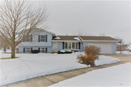 Photo of 1407 Cleveland Ct, Hartford, WI 53027 (MLS # 1678589)