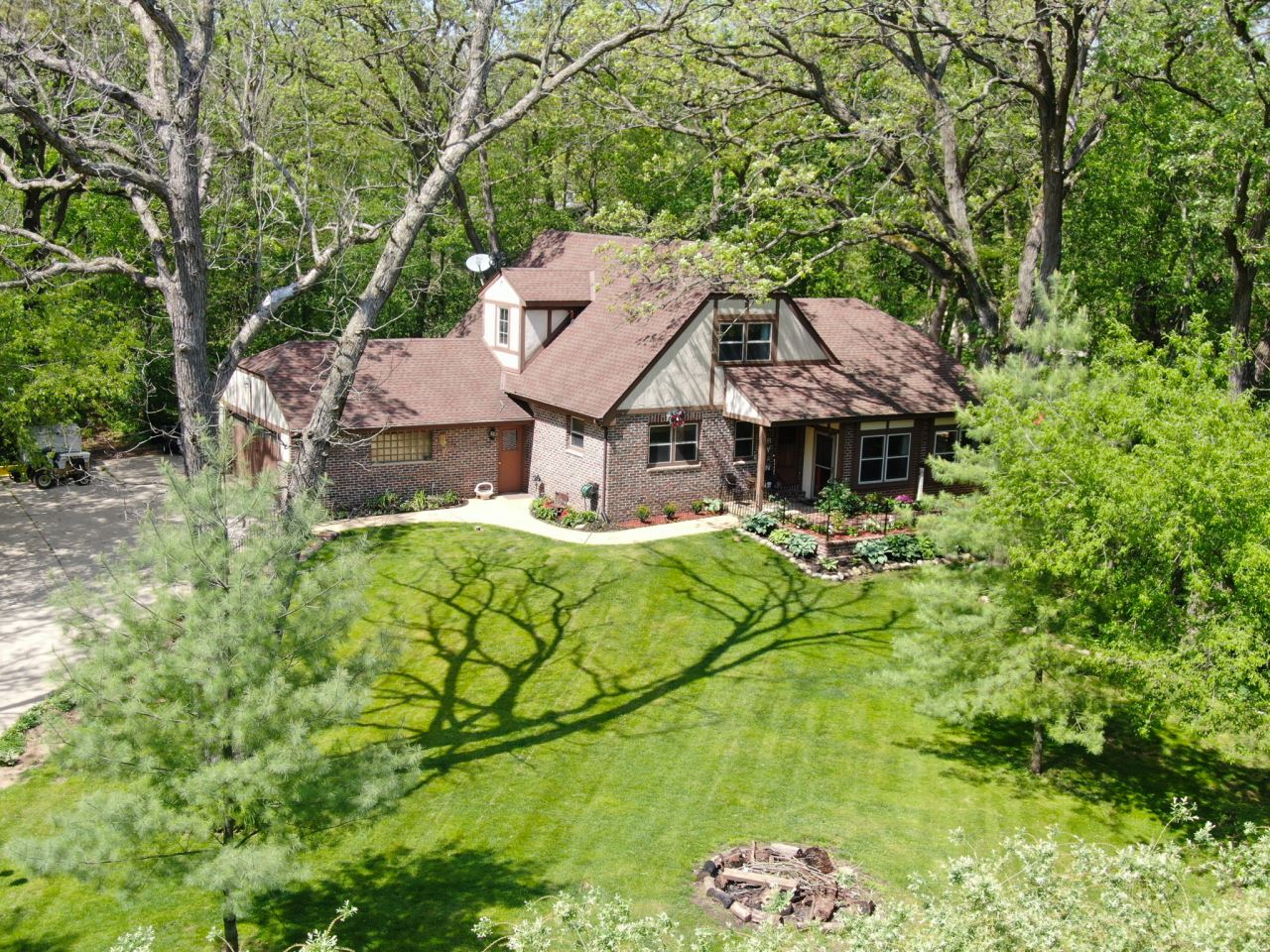 363 Evelyn Ave, Delafield, WI 53018 - #: 1690592