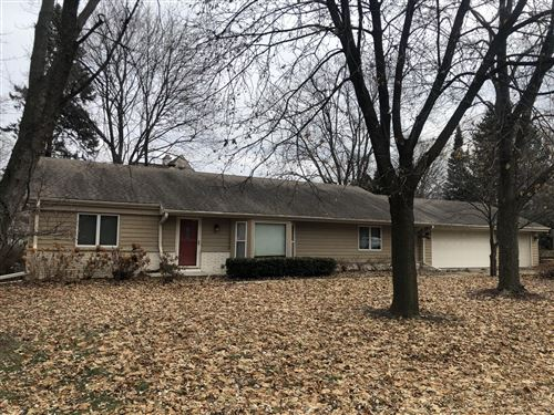 Photo of 460 Leanore Ln, Brookfield, WI 53005 (MLS # 1670605)