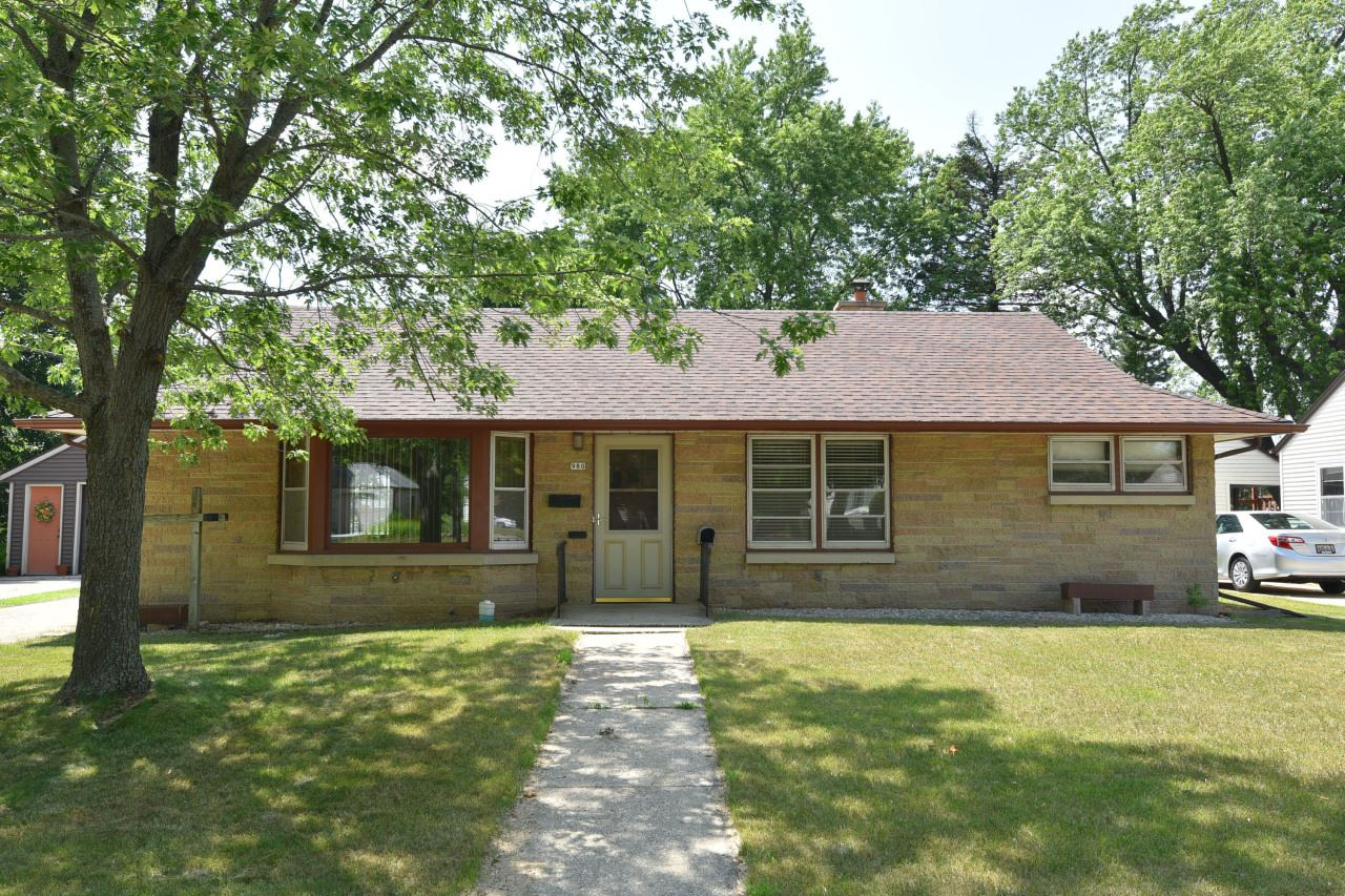 980 Lincoln Dr W, West Bend, WI 53095 - #: 1697631