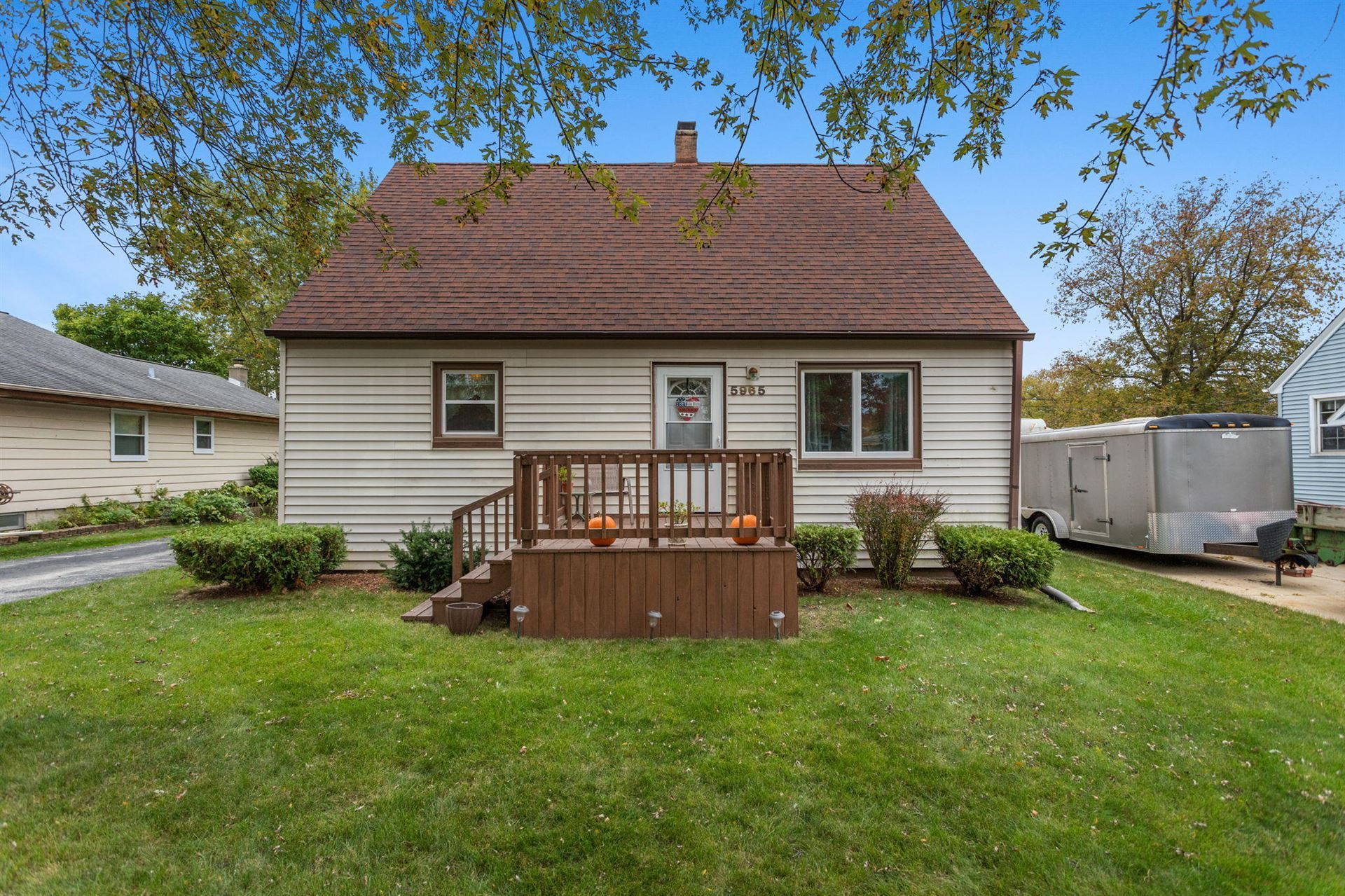 5965 S Phillips St, Greenfield, WI 53221 - #: 1715651