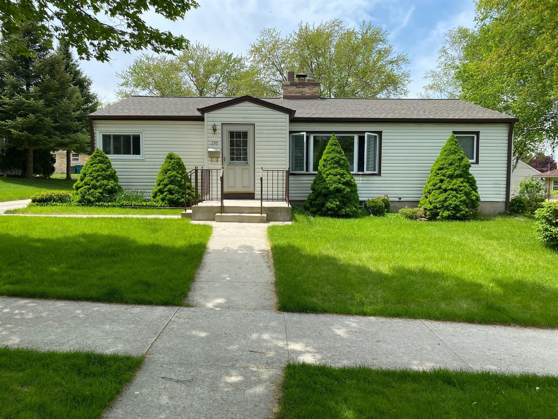 250 S Silverbrook Dr, West Bend, WI 53095 - MLS#: 1748673