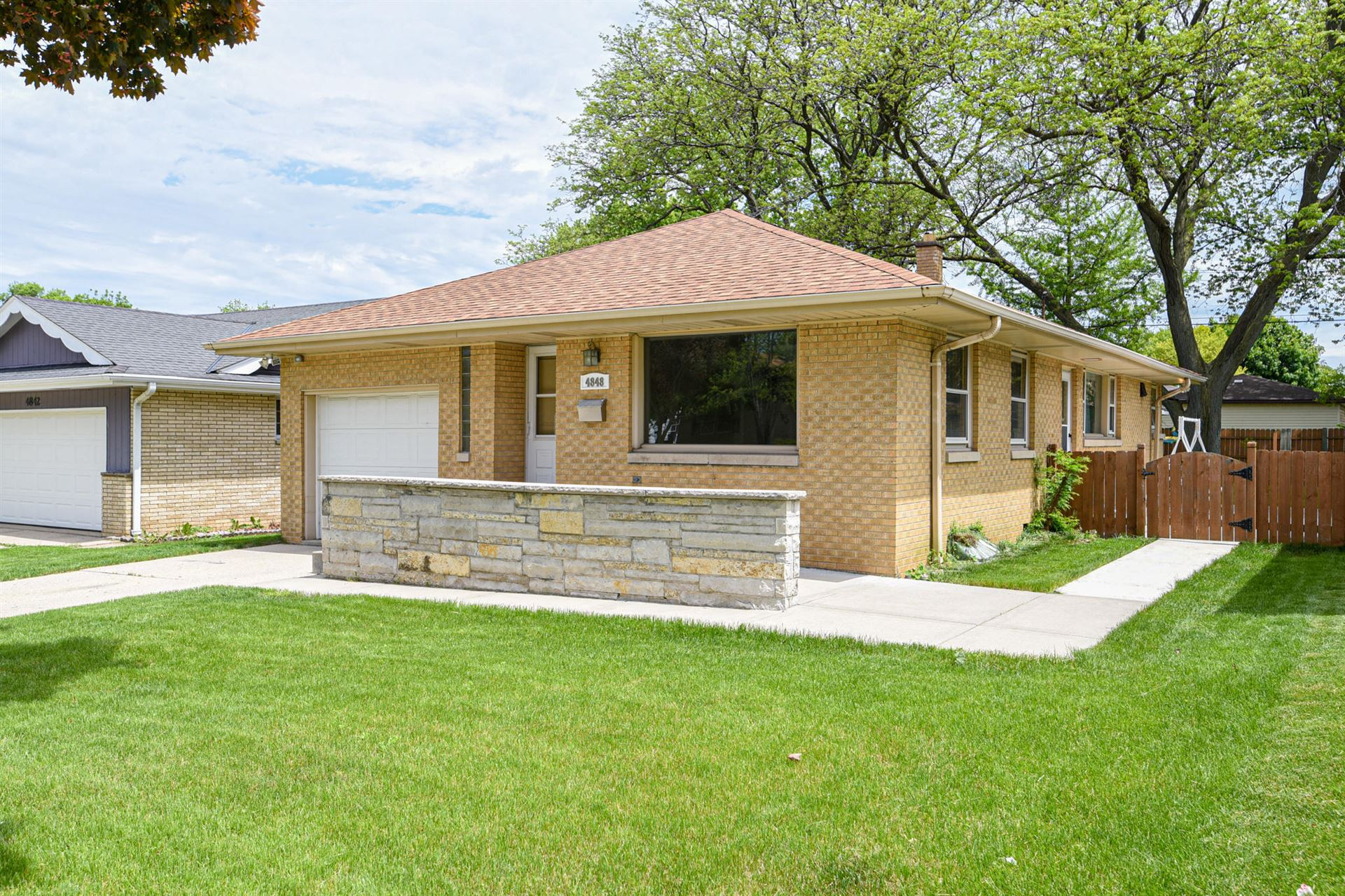 4848 S 23rd St, Milwaukee, WI 53221 - #: 1691694