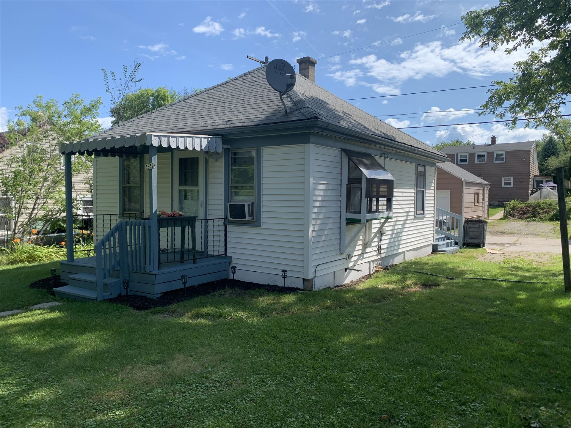 3852 S 39th ST, Greenfield, WI 53221 - #: 1702694
