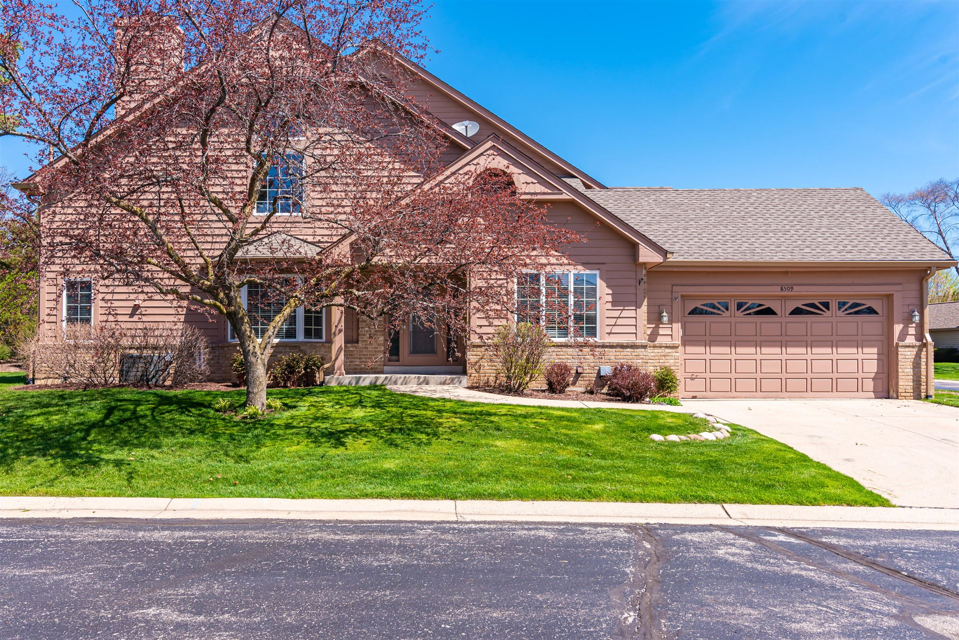8509 S Country Club Dr, Franklin, WI 53132 - #: 1687699