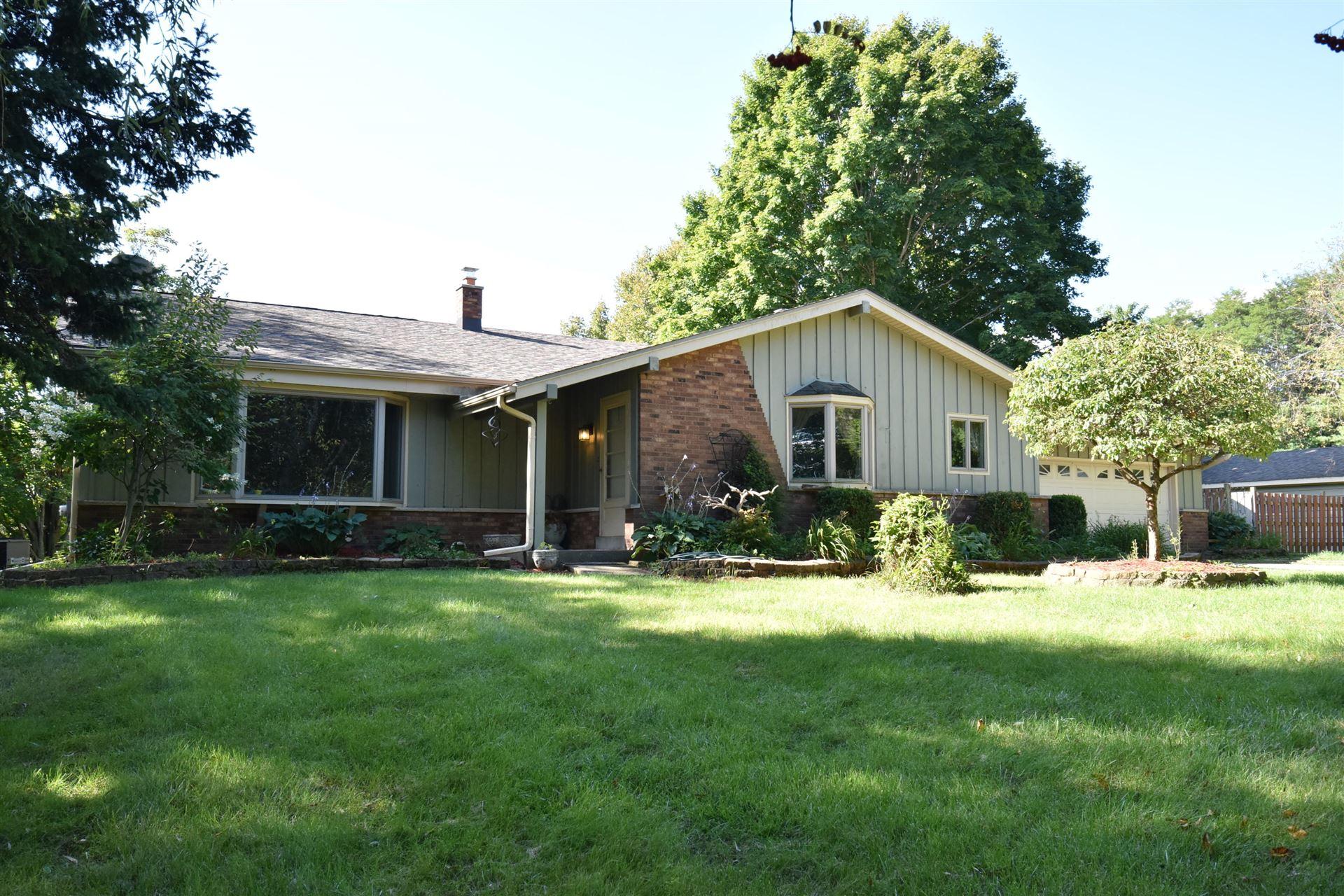 4051 W Oakwood Rd, Franklin, WI 53132 - #: 1657702
