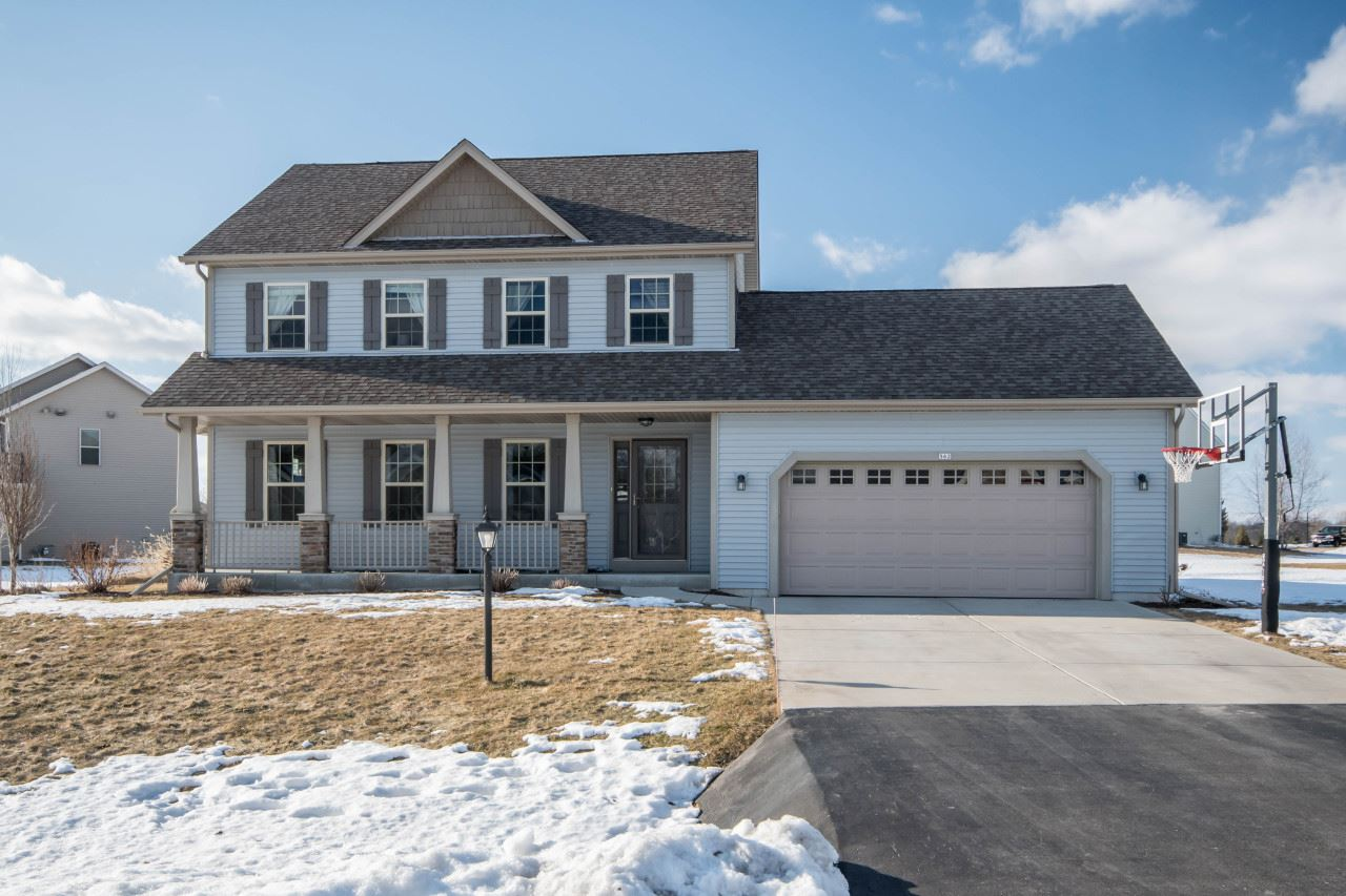 562 S Buth Rd, Dousman, WI 53118 - #: 1678726