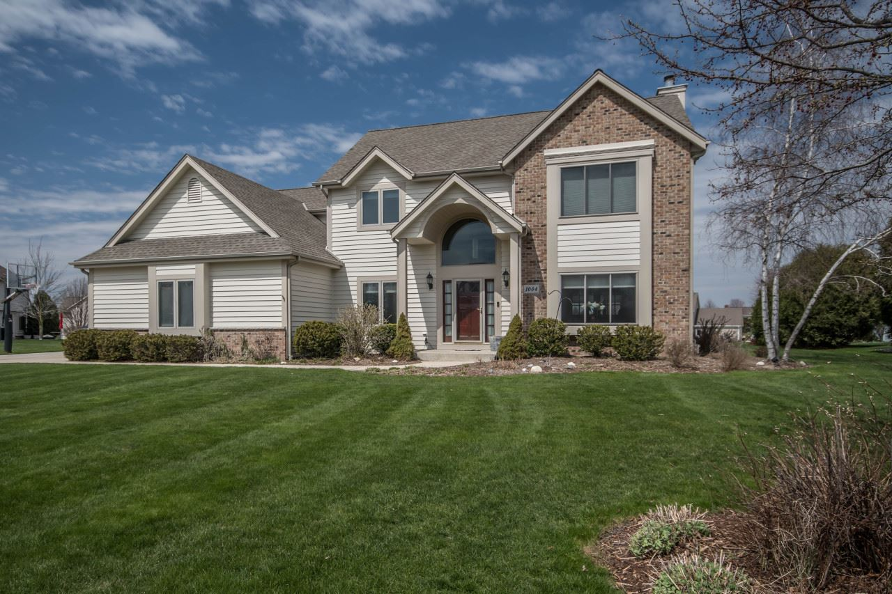 1004 Woods Dr, Hartland, WI 53029 - #: 1685743