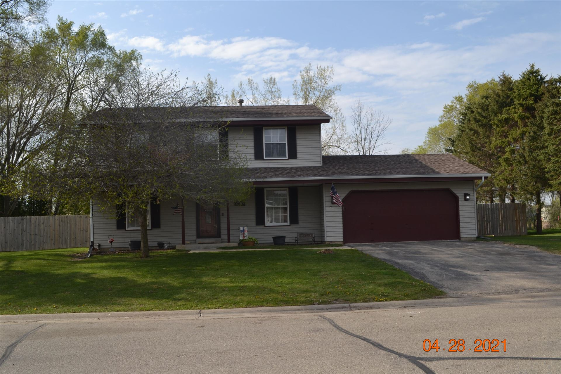 328 Foxmead Dr, Waterford, WI 53185 - #: 1737750