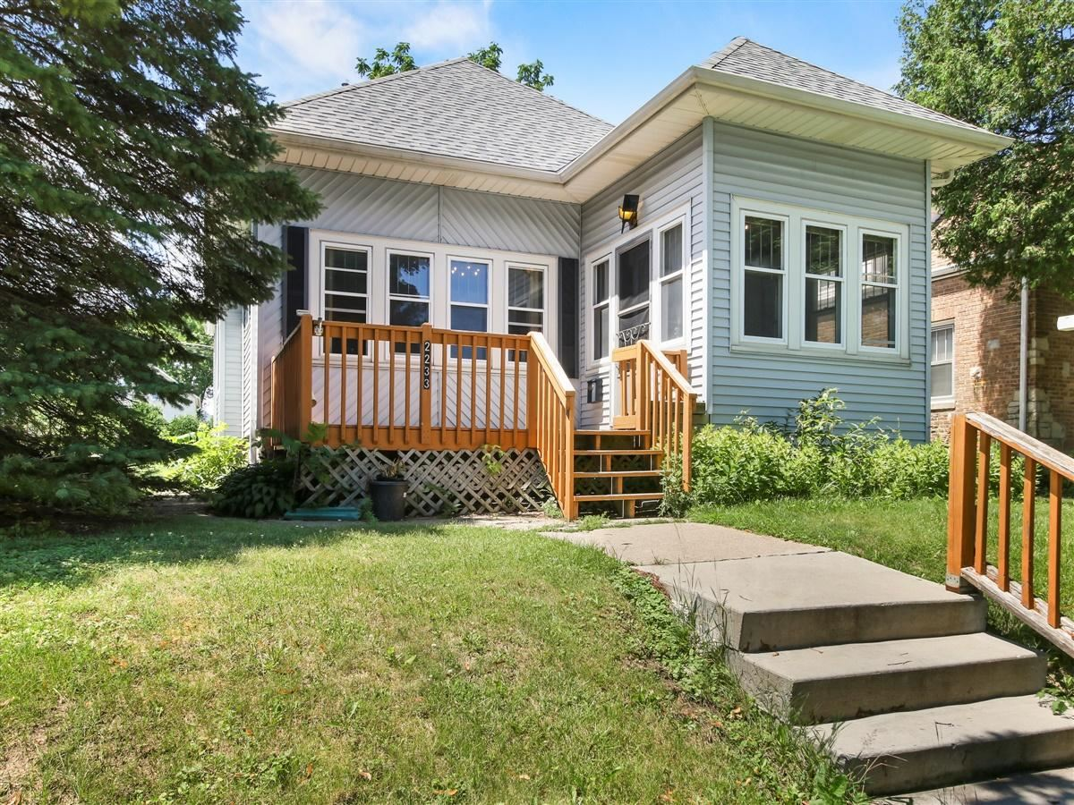 2233 S 69th St, West Allis, WI 53219 - #: 1698751