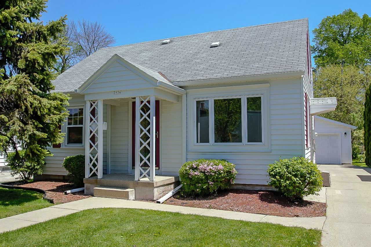 3936 S Packard Ave, Saint Francis, WI 53235 - #: 1691753