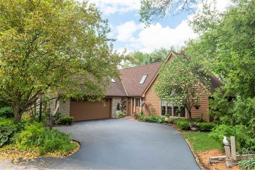 Photo of 931 Lake Dr, Delafield, WI 53018 (MLS # 1703757)
