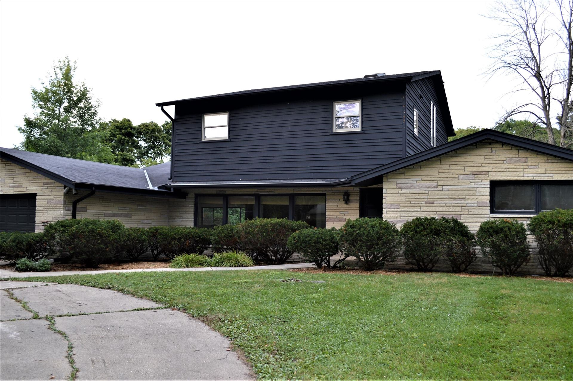 552 E Bay Point Rd, Bayside, WI 53217 - #: 1758762