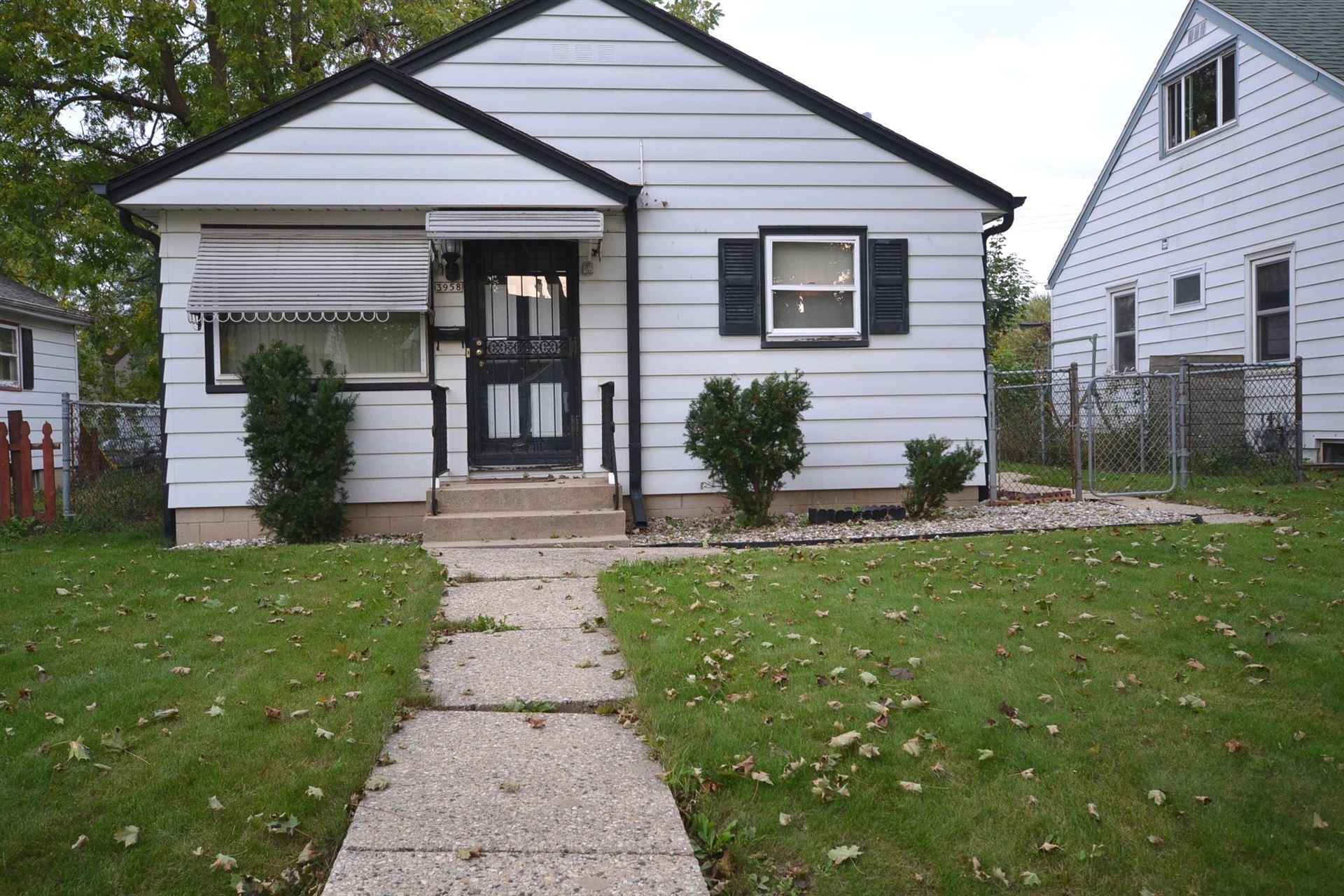 3958 N 71st St, Milwaukee, WI 53216 - #: 1711765
