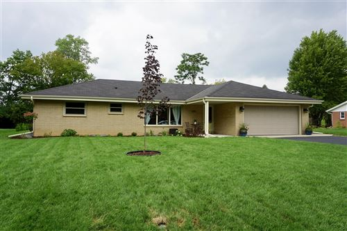 Photo of 6115 N Bridgewood Ln, Glendale, WI 53209 (MLS # 1703769)