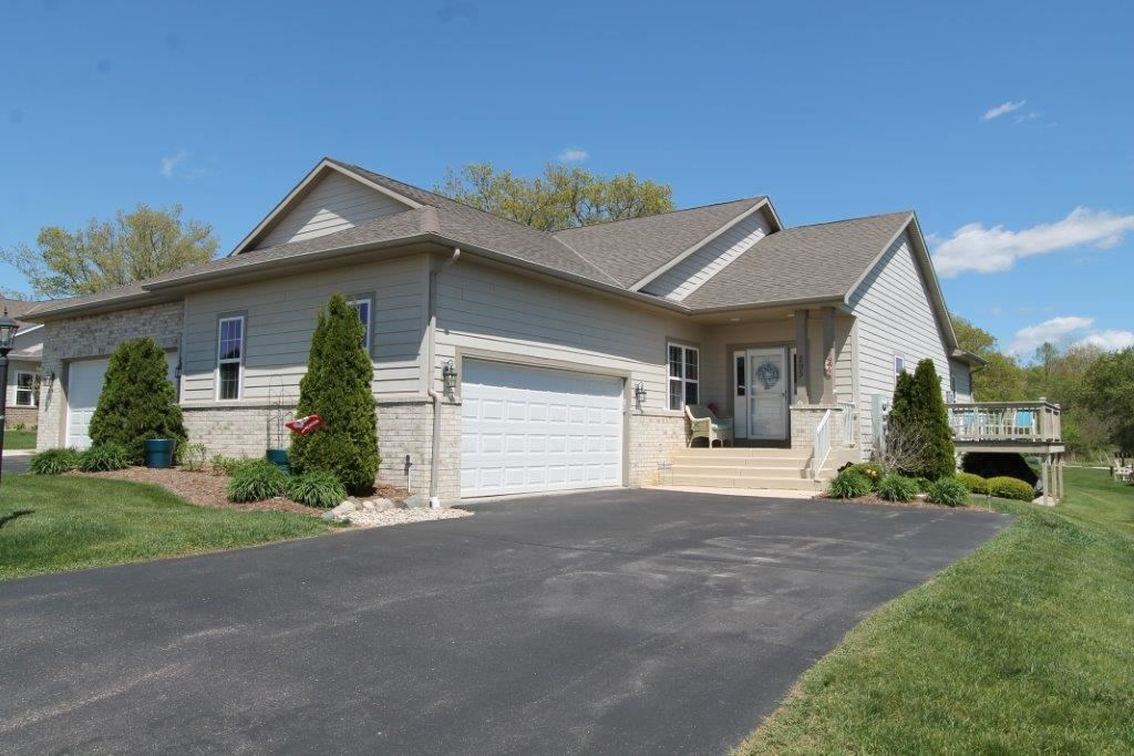 295 Settlement Dr, Rochester, WI 53105 - #: 1738769