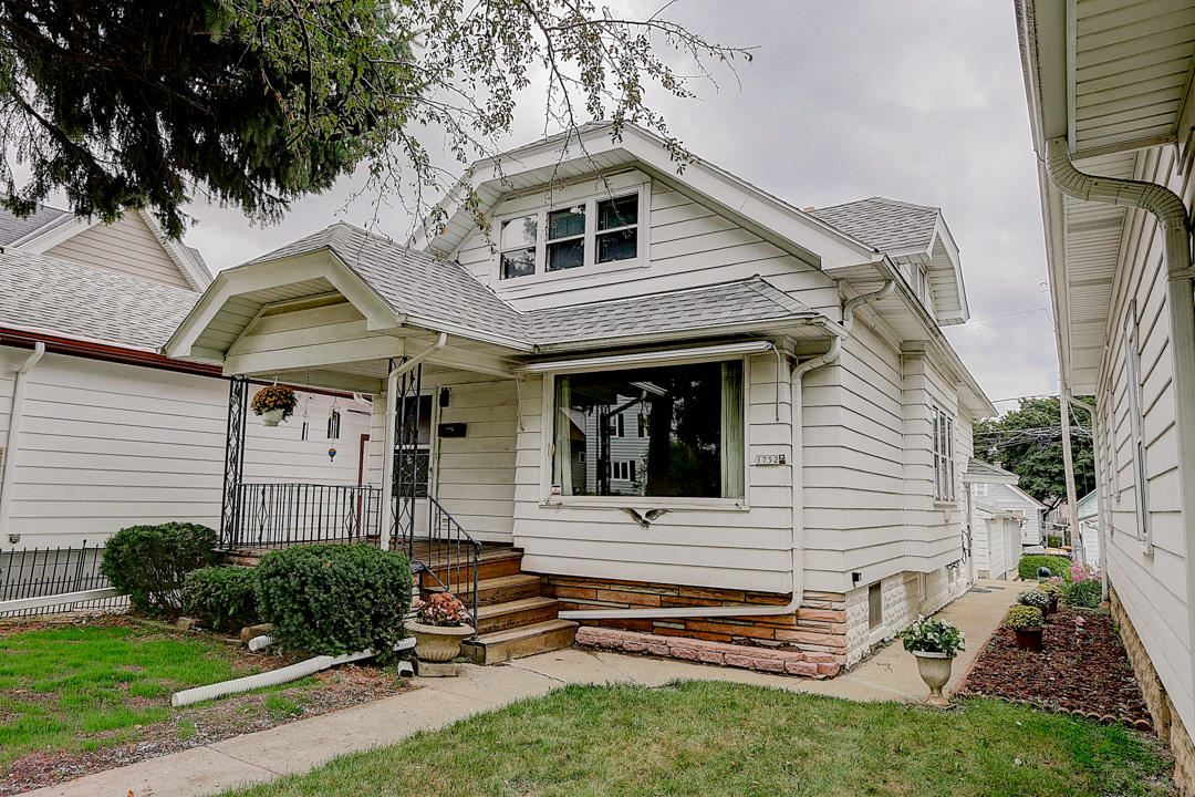 1752 S 70th St, West Allis, WI 53214 - #: 1703770