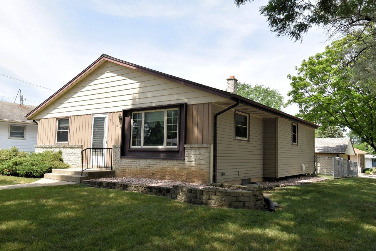 6700 W Leroy Ave, Greenfield, WI 53220 - MLS#: 1754777
