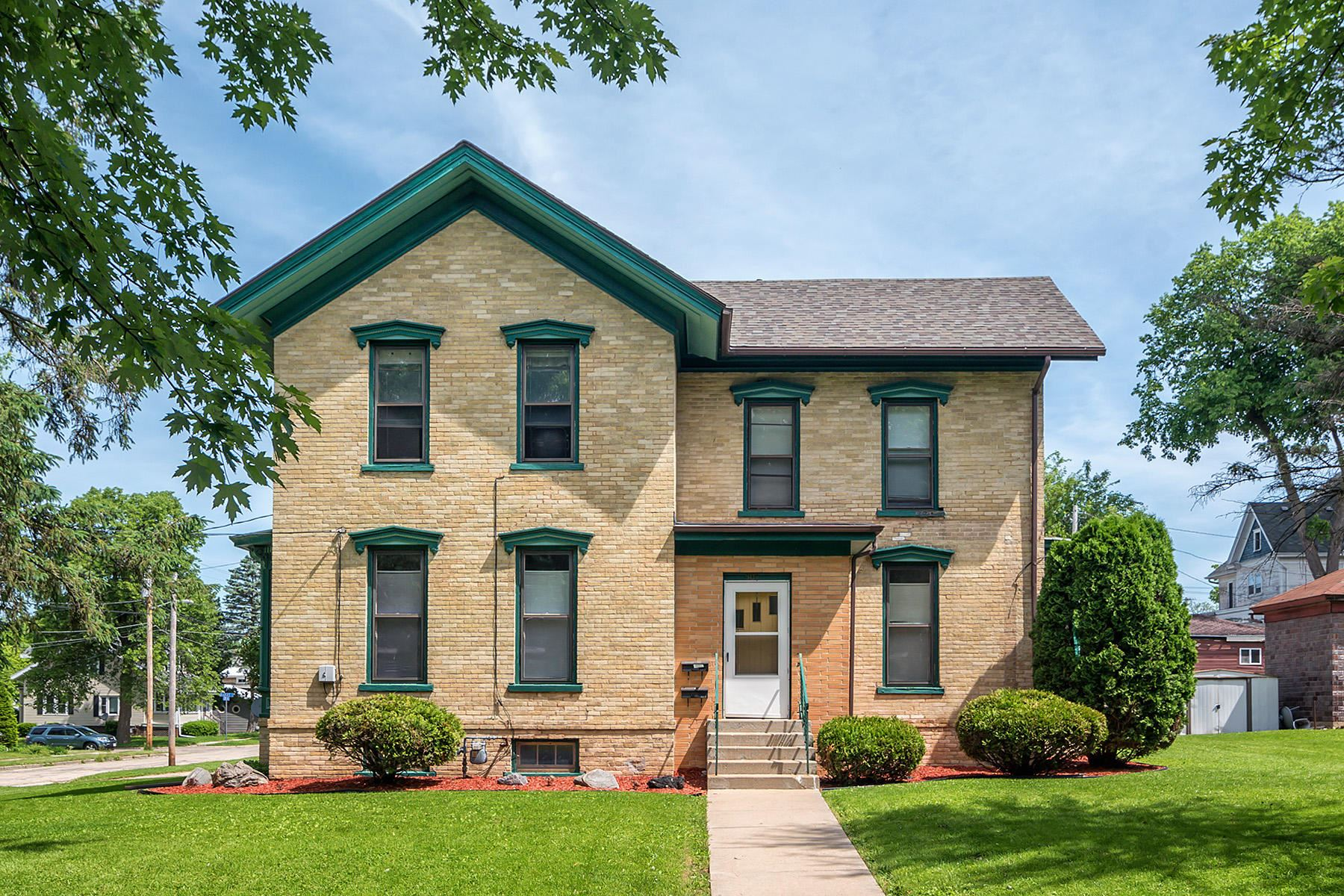 504 Clyman St, Watertown, WI 53094 - #: 1692782