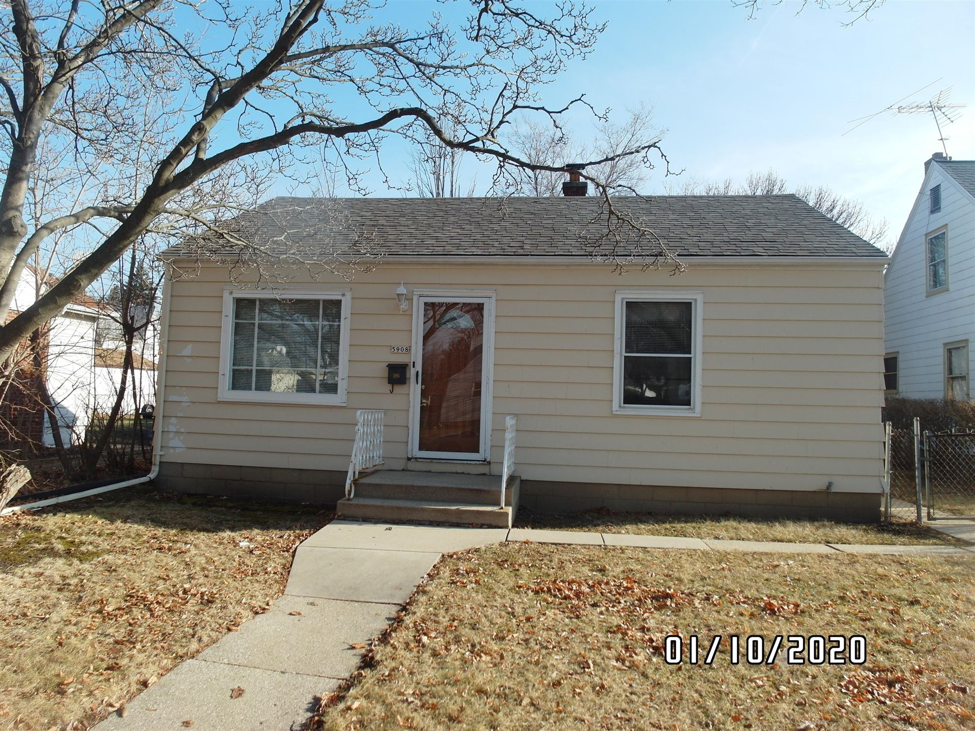 5908 N 32nd St, Milwaukee, WI 53209 - #: 1673792
