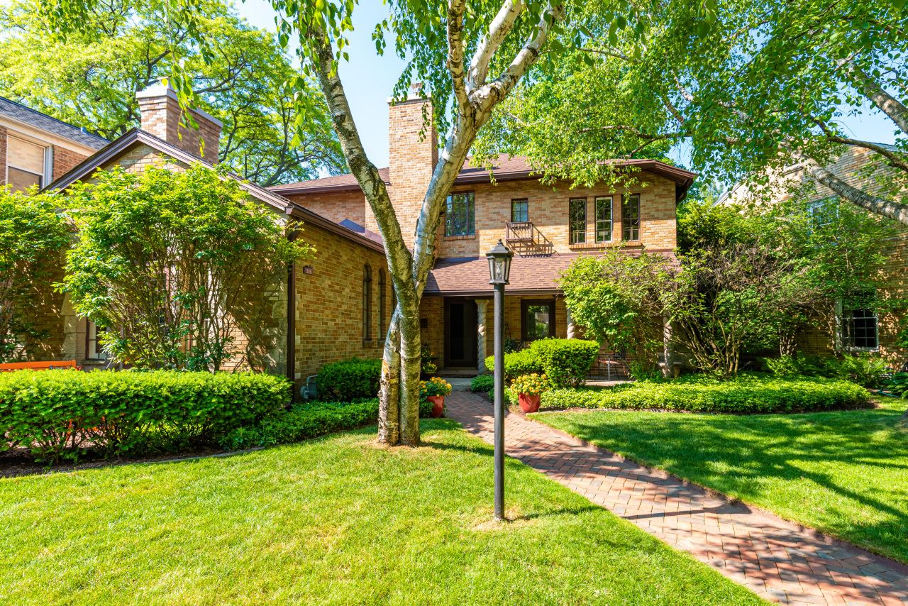 319 E Birch Ave, Whitefish Bay, WI 53217 - #: 1693794