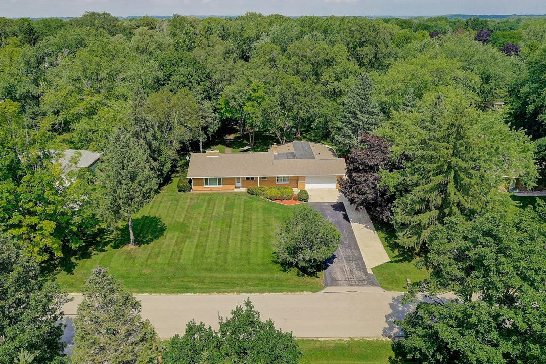 7830 W Sunnyvale RD, Mequon, WI 53097 - #: 1708798