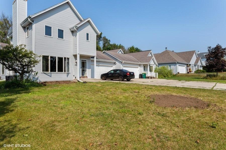 W68N165 Evergreen Blvd #102, Cedarburg, WI 53012 - #: 1702799