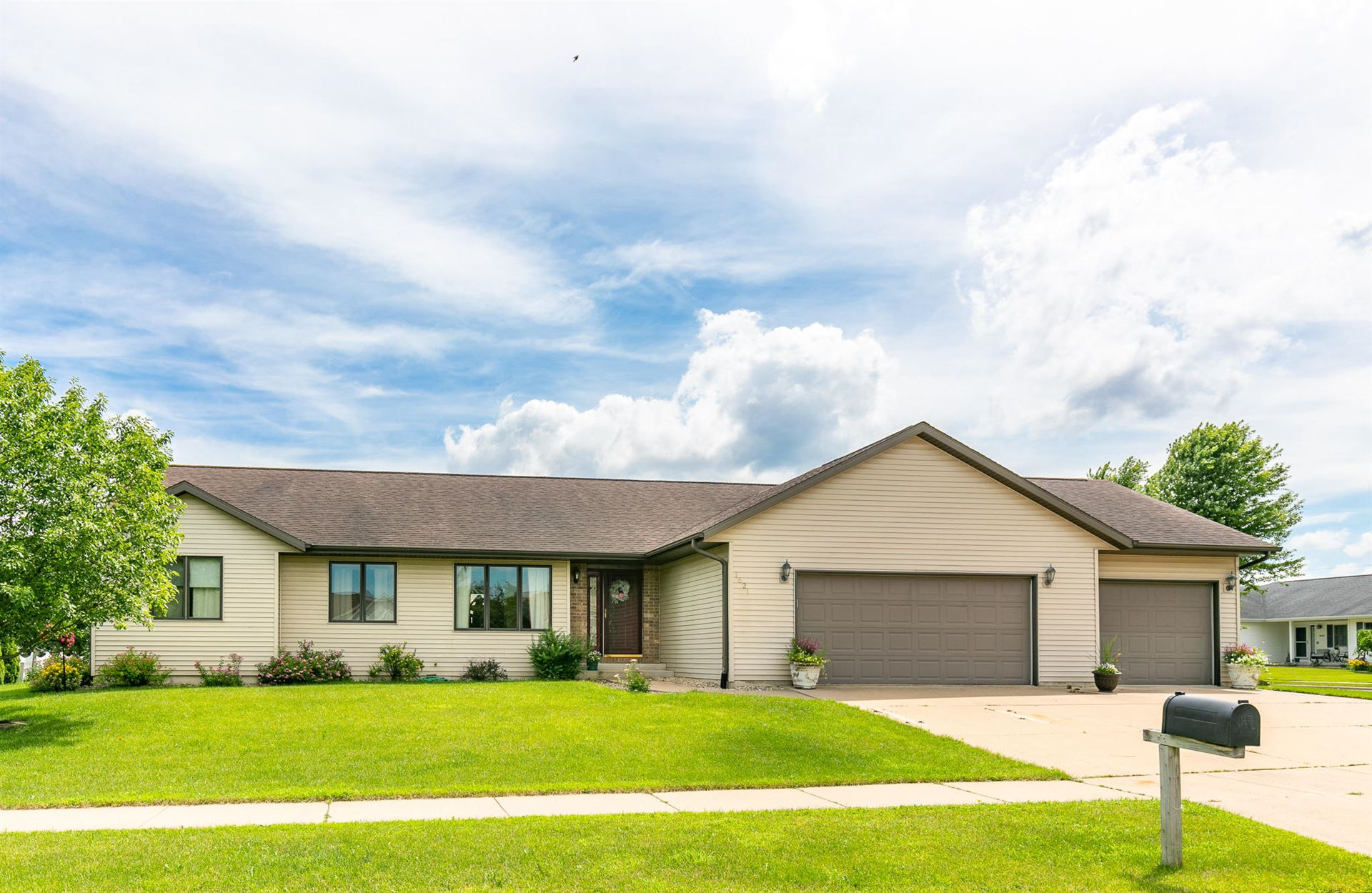 1621 Cliffview Ave, Onalaska, WI 54650 - #: 1696812