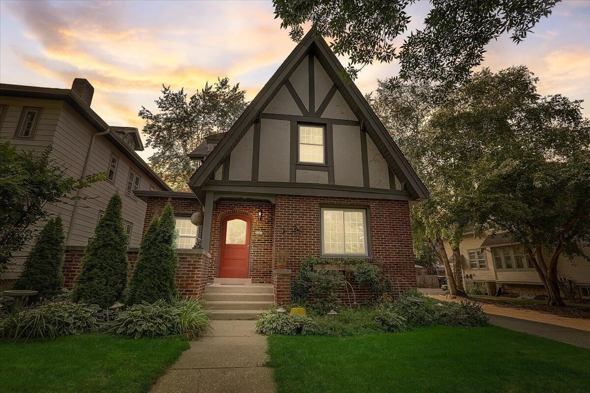 2121 N 70th St #2121A, Wauwatosa, WI 53213 - #: 1762813