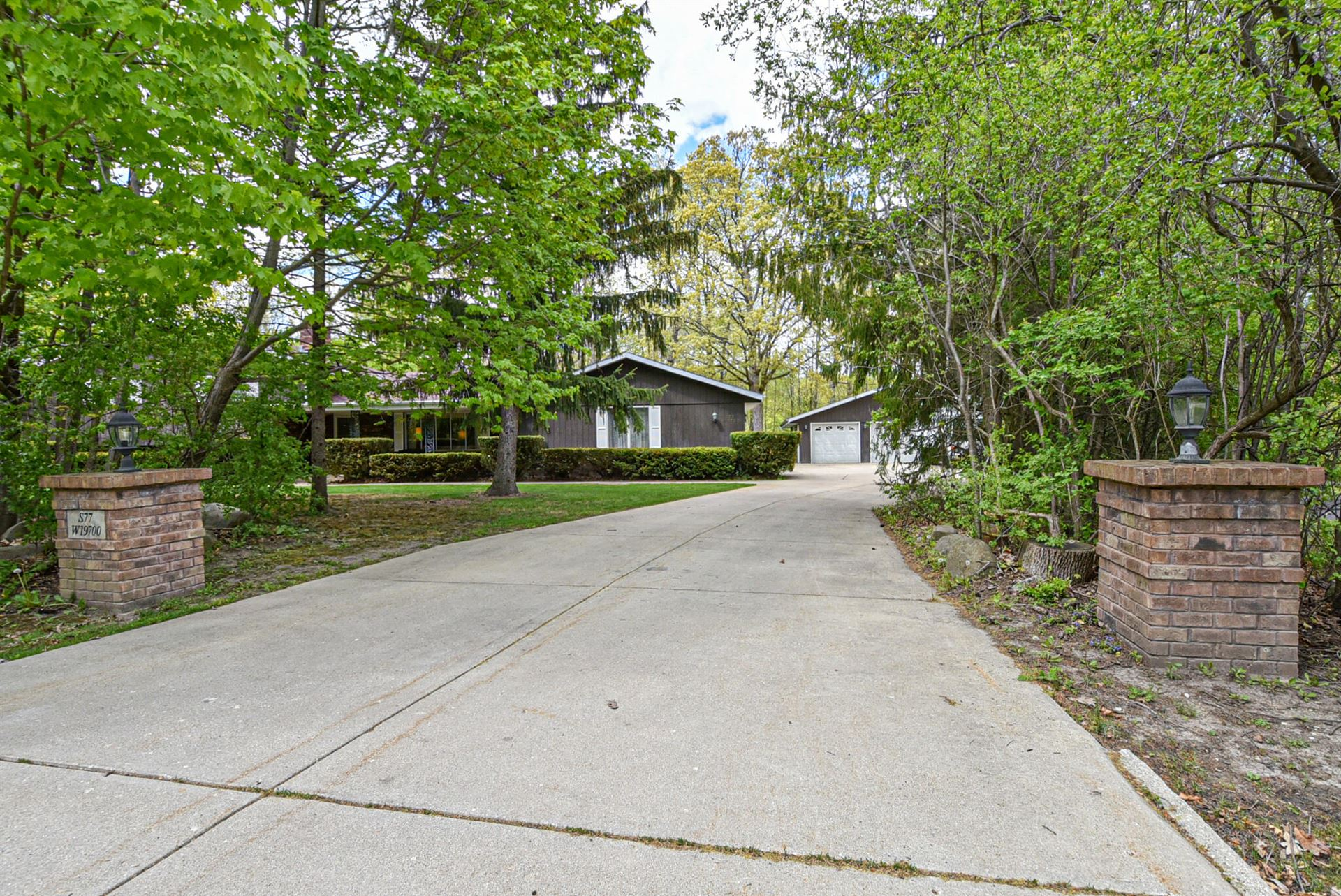 S77W19700 Sunny Hill Dr, Muskego, WI 53150 - MLS#: 1744815