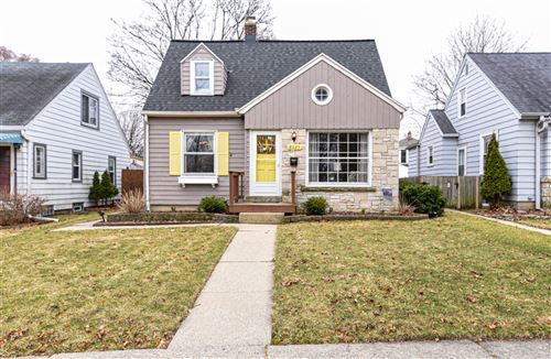 Photo of 8025 W Lorraine Pl, Milwaukee, WI 53222 (MLS # 1682819)