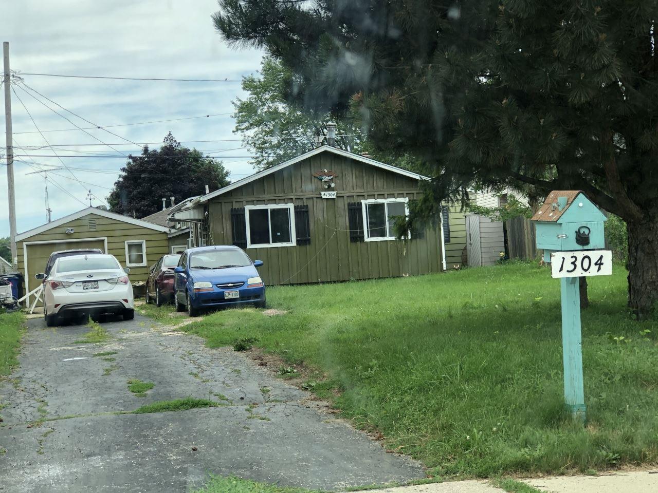 1304 Oregon St, Racine, WI 53405 - #: 1702823