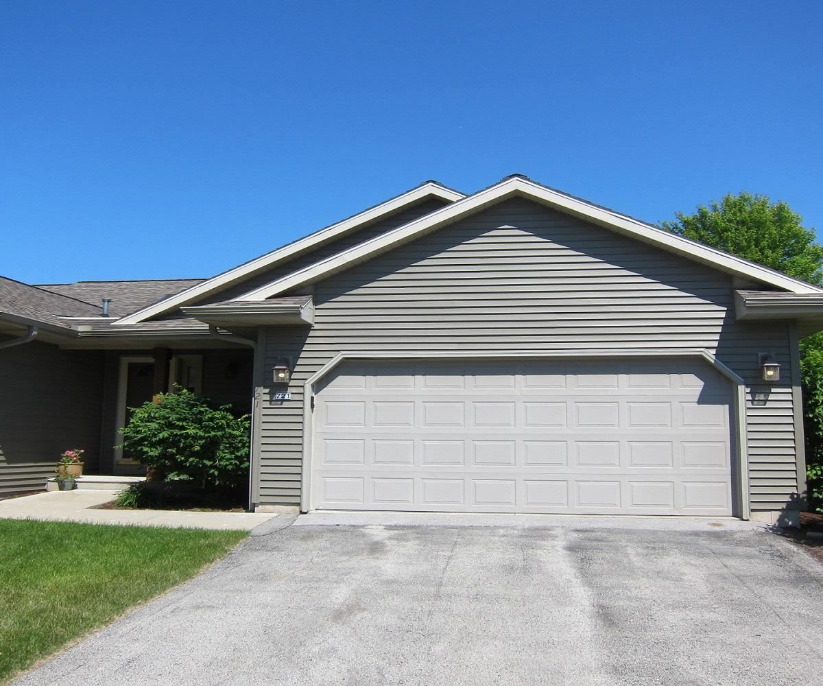 721 June Grass Ct, Plymouth, WI 53073 - #: 1697828