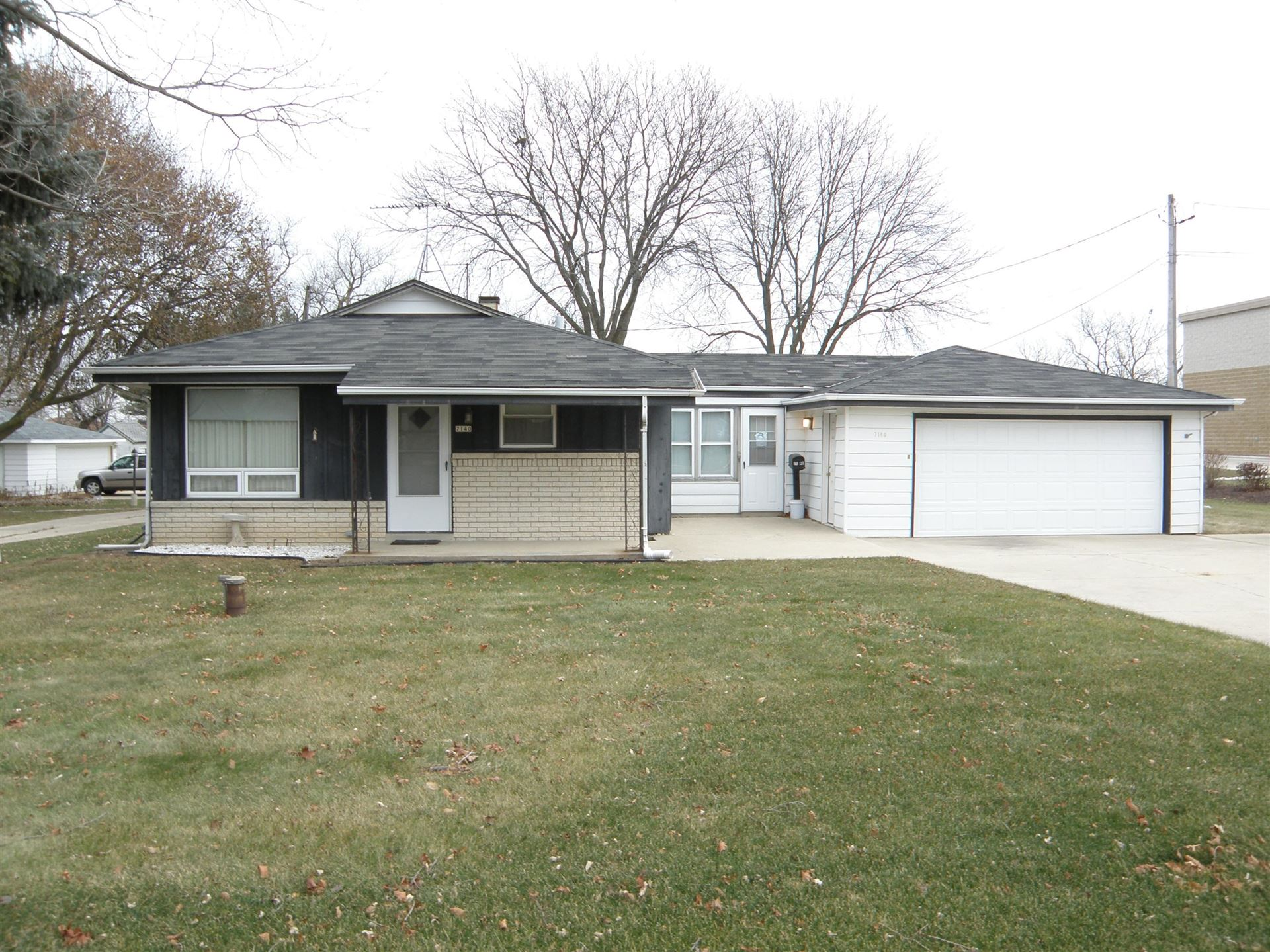 7140 S 13th St, Oak Creek, WI 53154 - #: 1679832