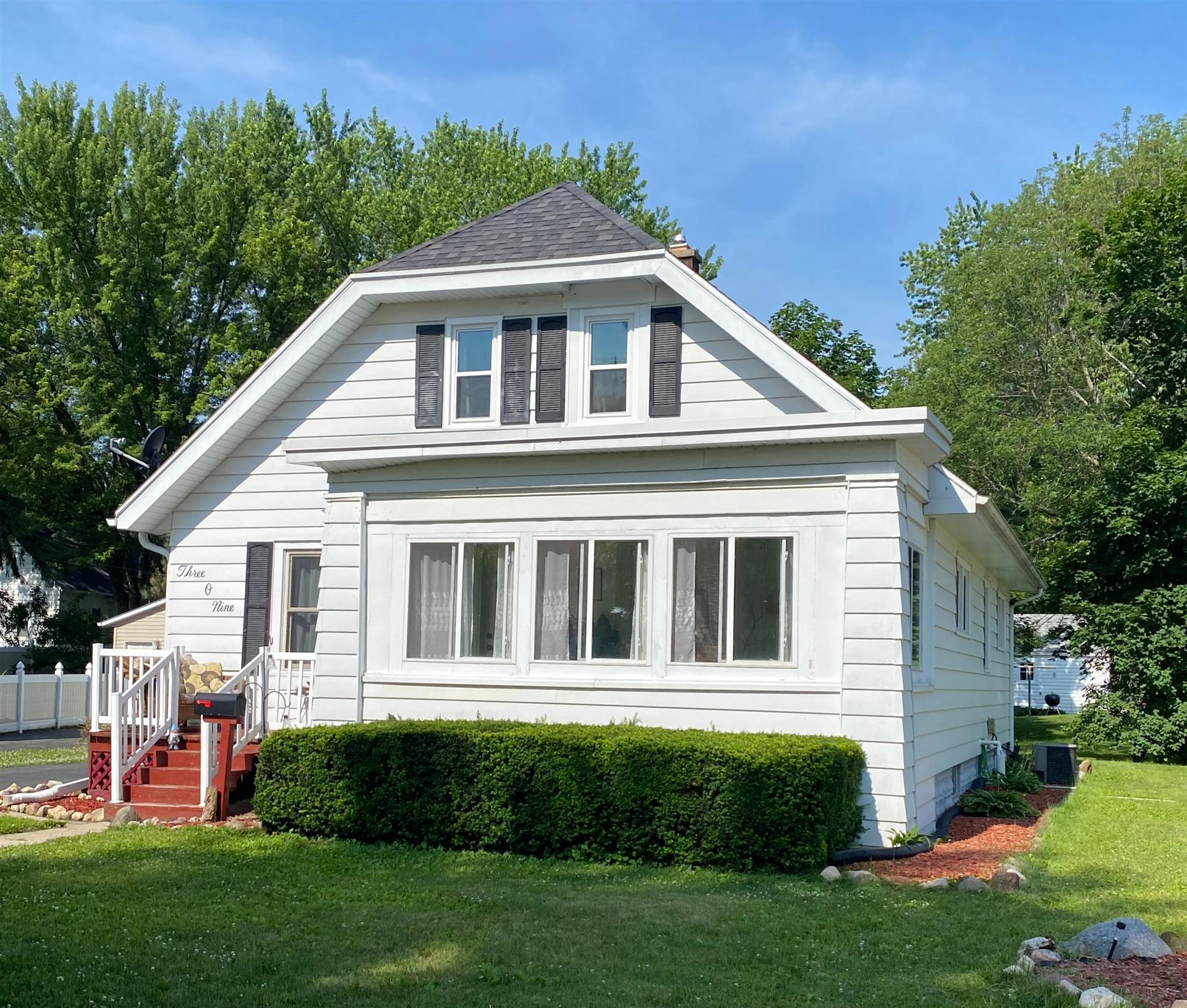 309 Shirley St, Fort Atkinson, WI 53538 - #: 1696836