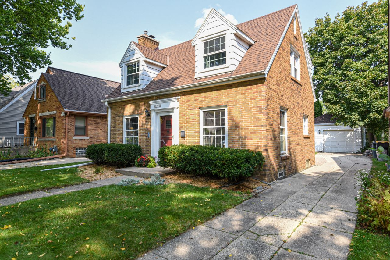 8208 Currie Ave, Wauwatosa, WI 53213 - #: 1710852