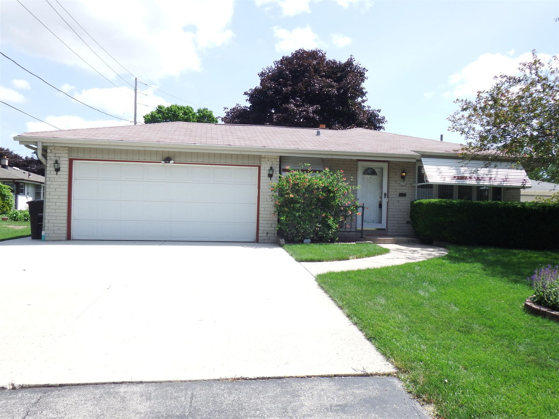 4376 S Honey Creek Dr, Greenfield, WI 53220 - #: 1699855