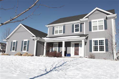 Photo of W78N408 Ridgeway Ln, Cedarburg, WI 53012 (MLS # 1724859)