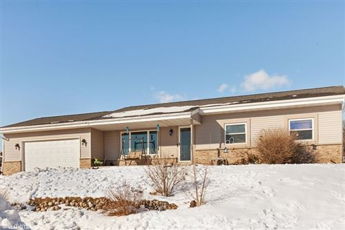 Photo of 424 Clover Ct, Eagle, WI 53119 (MLS # 1724861)