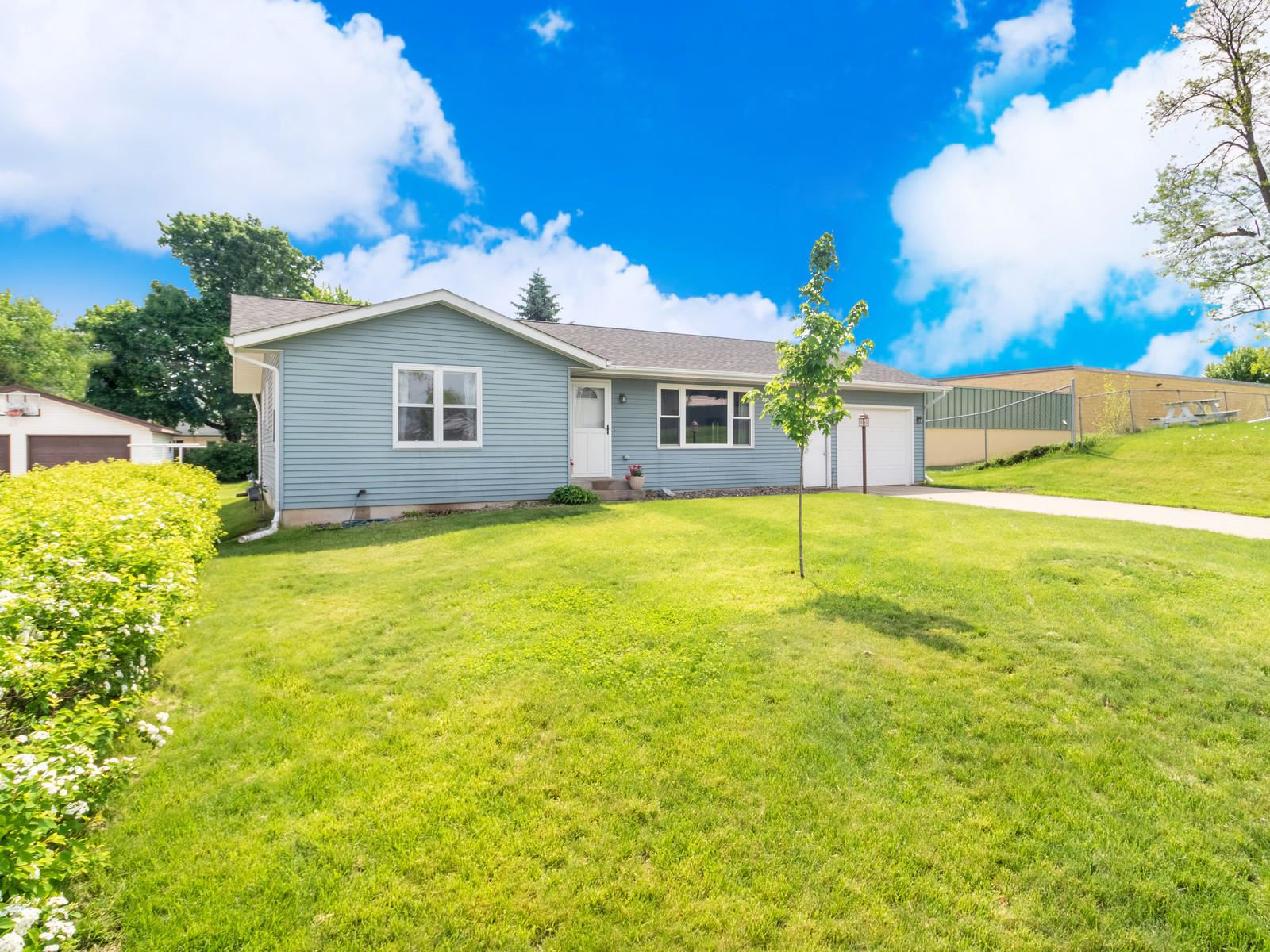 300 Larch Ave, Onalaska, WI 54650 - MLS#: 1690870