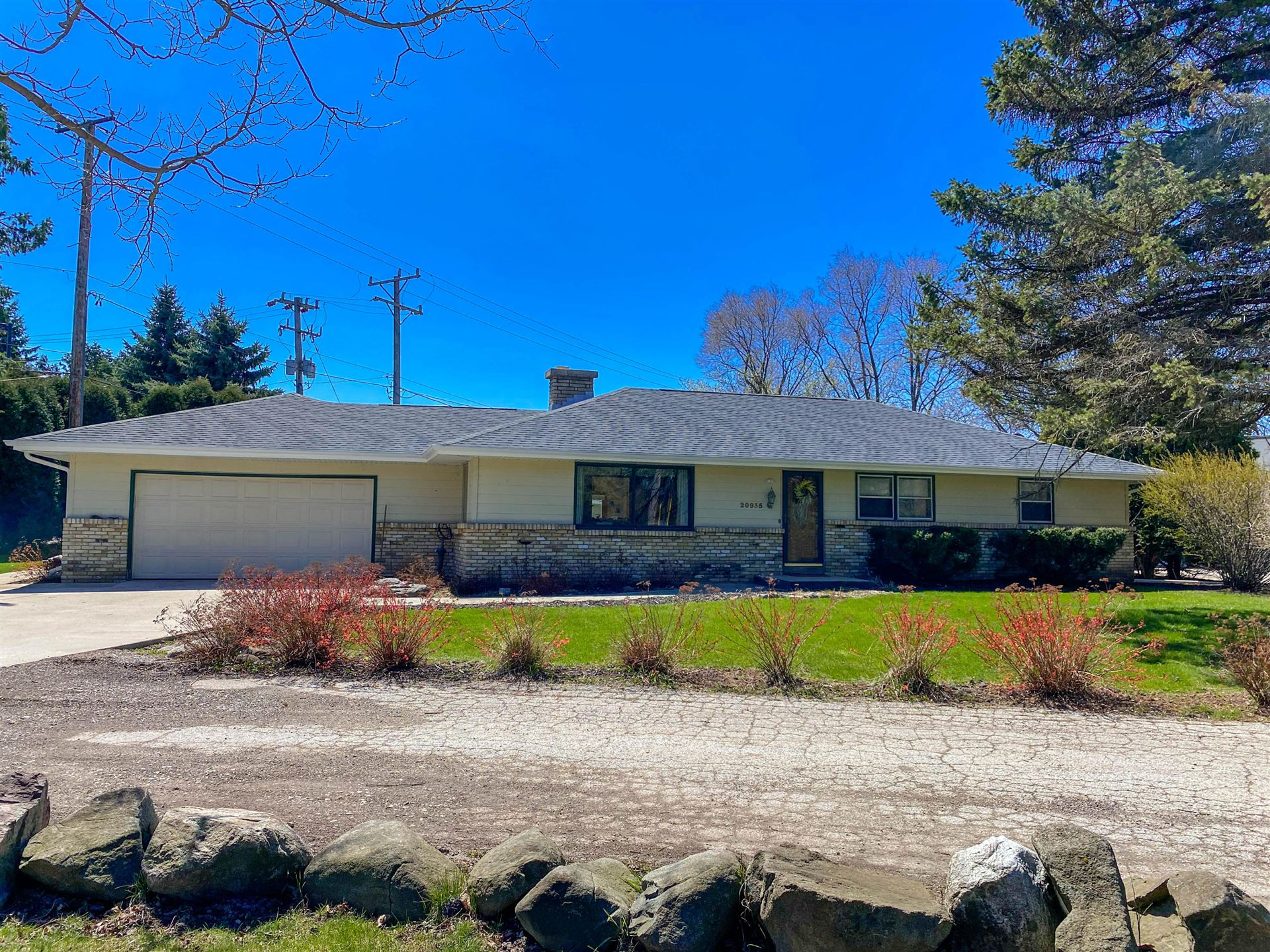 20935 Watertown Rd, Brookfield, WI 53186 - #: 1675874
