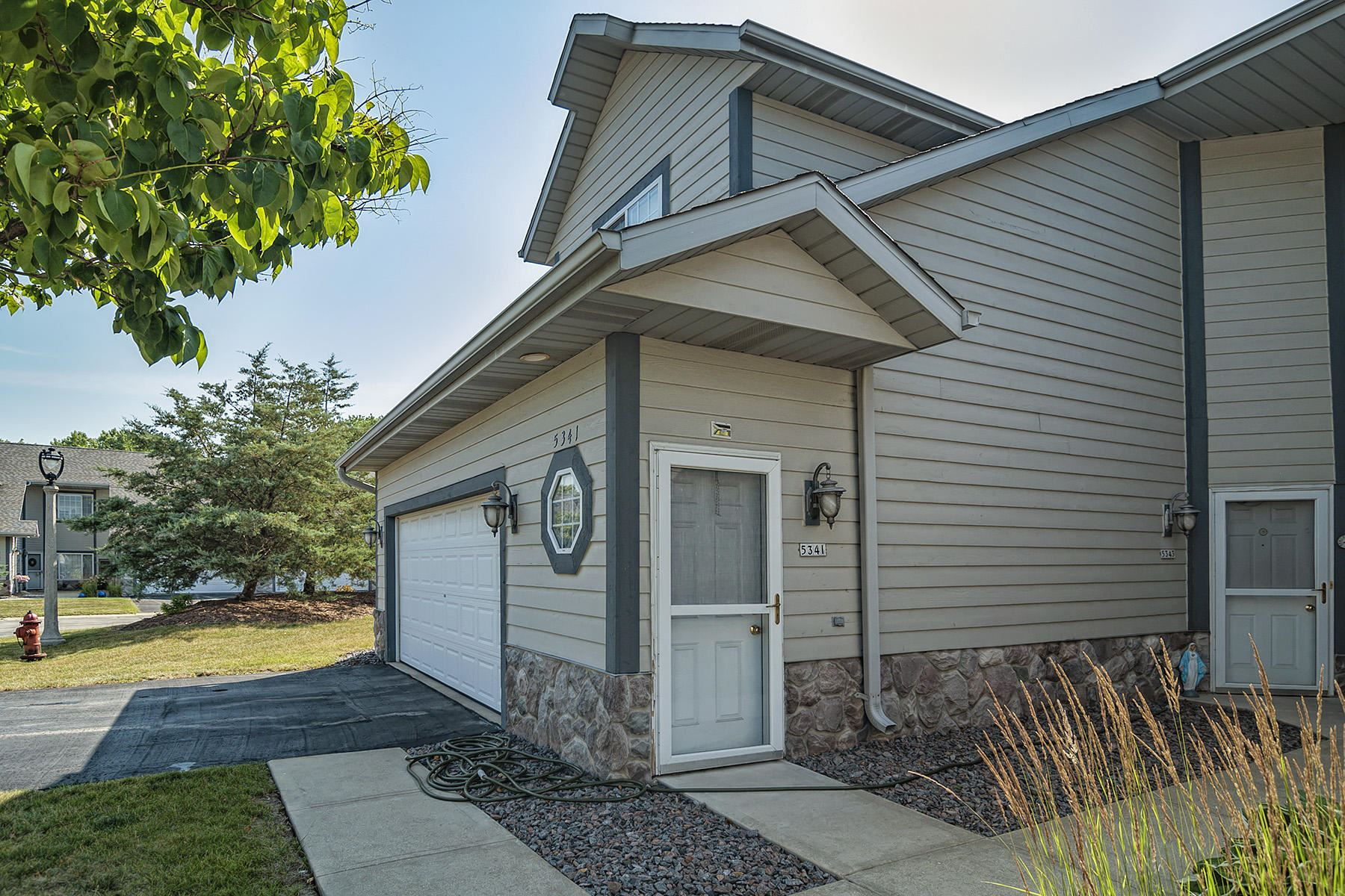 5341 S Hidden Dr, Greenfield, WI 53221 - #: 1757874