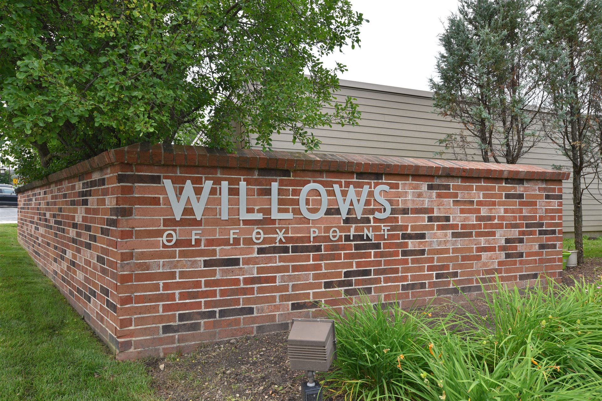 490 W Willow Ct, Fox Point, WI 53217 - #: 1698879