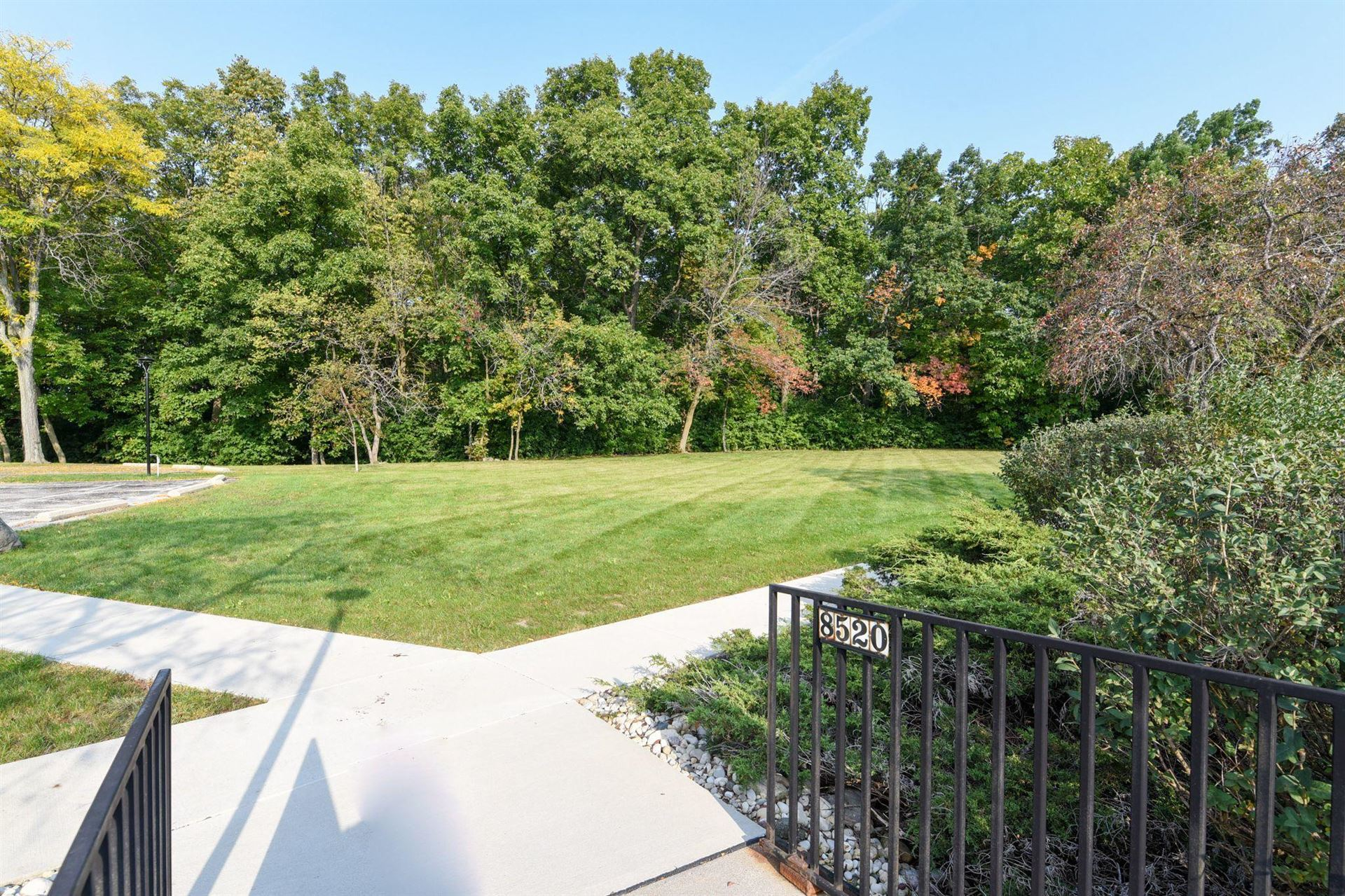 8520 W Waterford Ave #6, Greenfield, WI 53228 - #: 1712879
