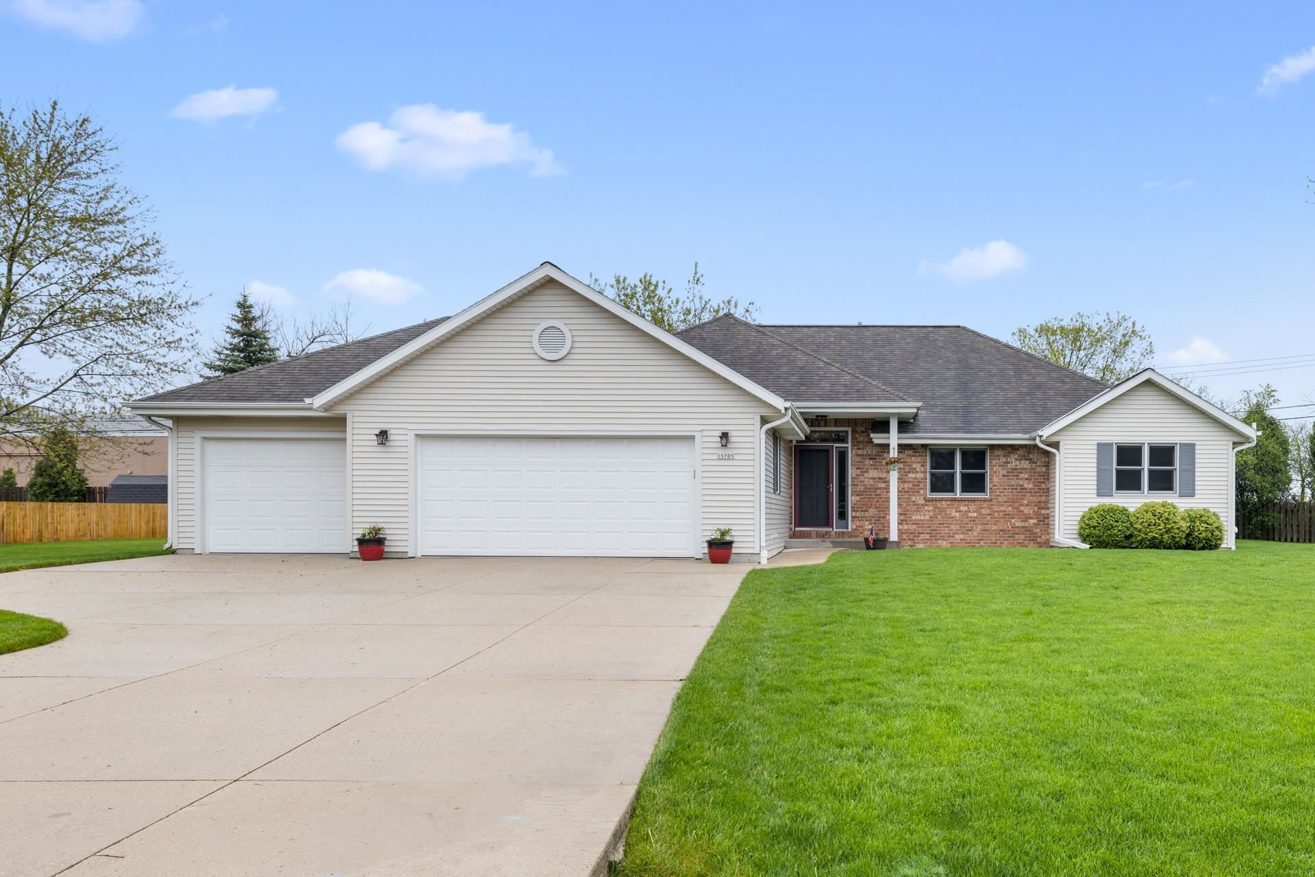 15705 W Churchview Dr, New Berlin, WI 53151 - #: 1689880