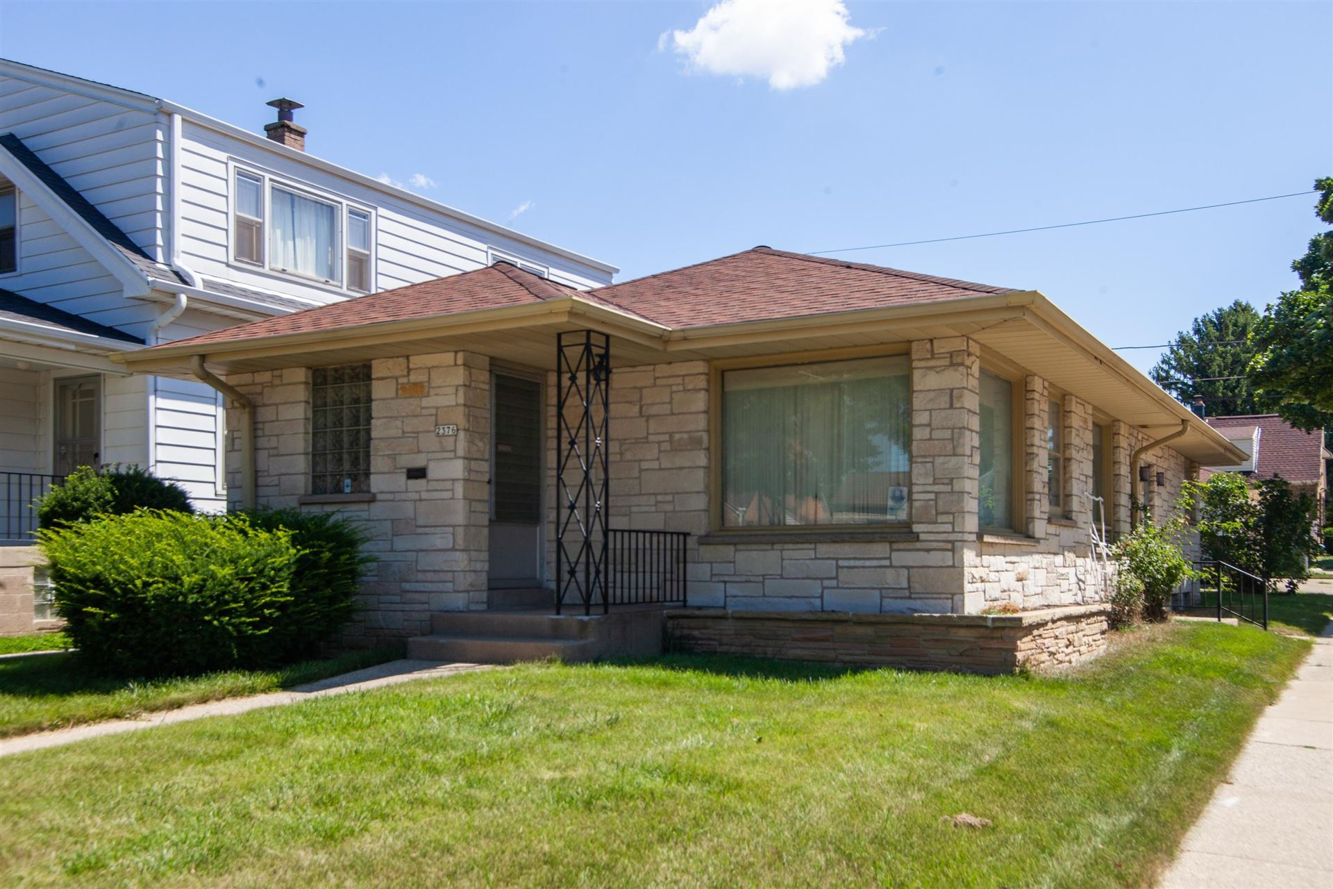 2376 S 77th St, West Allis, WI 53219 - #: 1680884