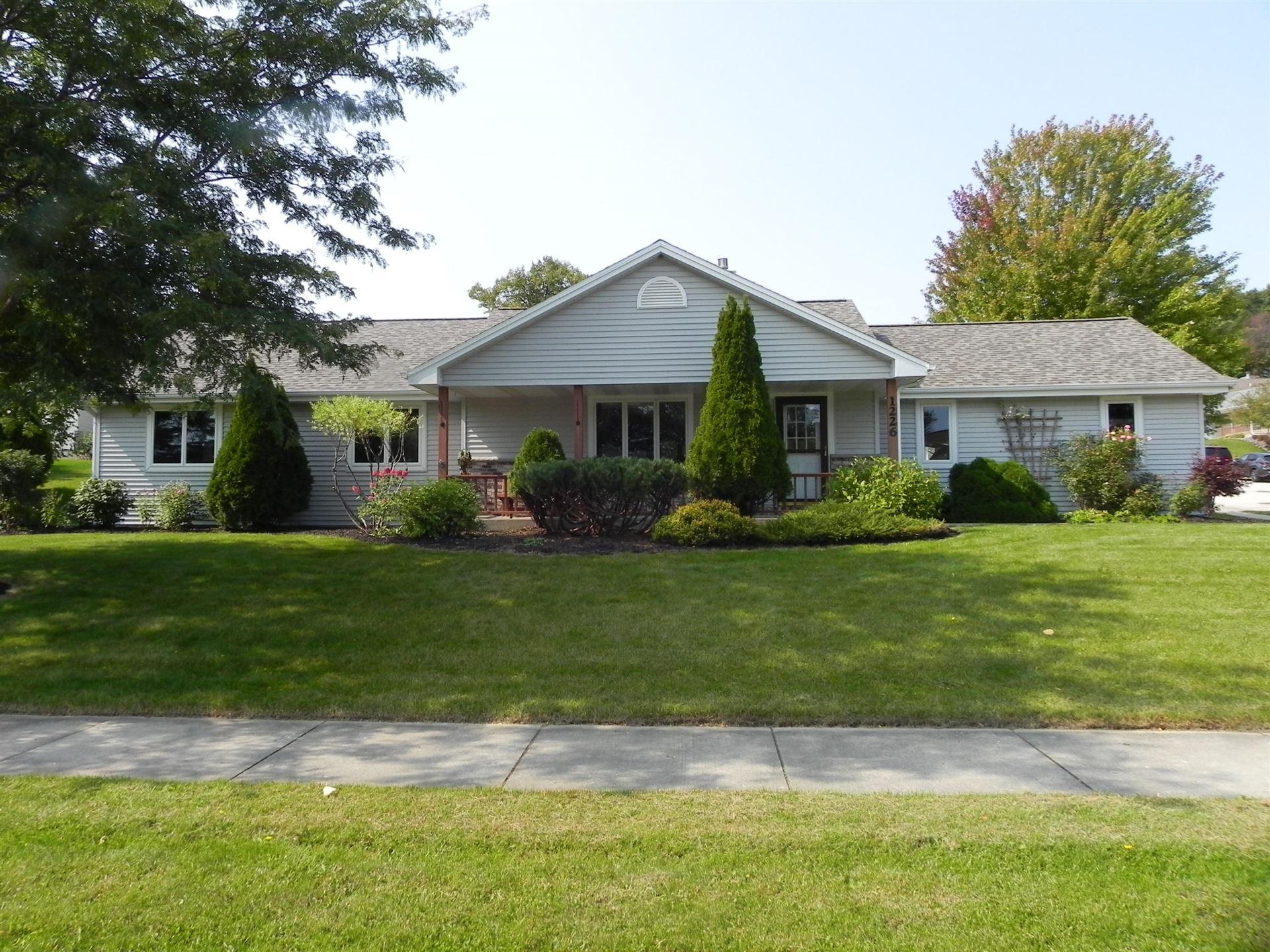 1226 Villa Park Dr, West Bend, WI 53090 - #: 1710889