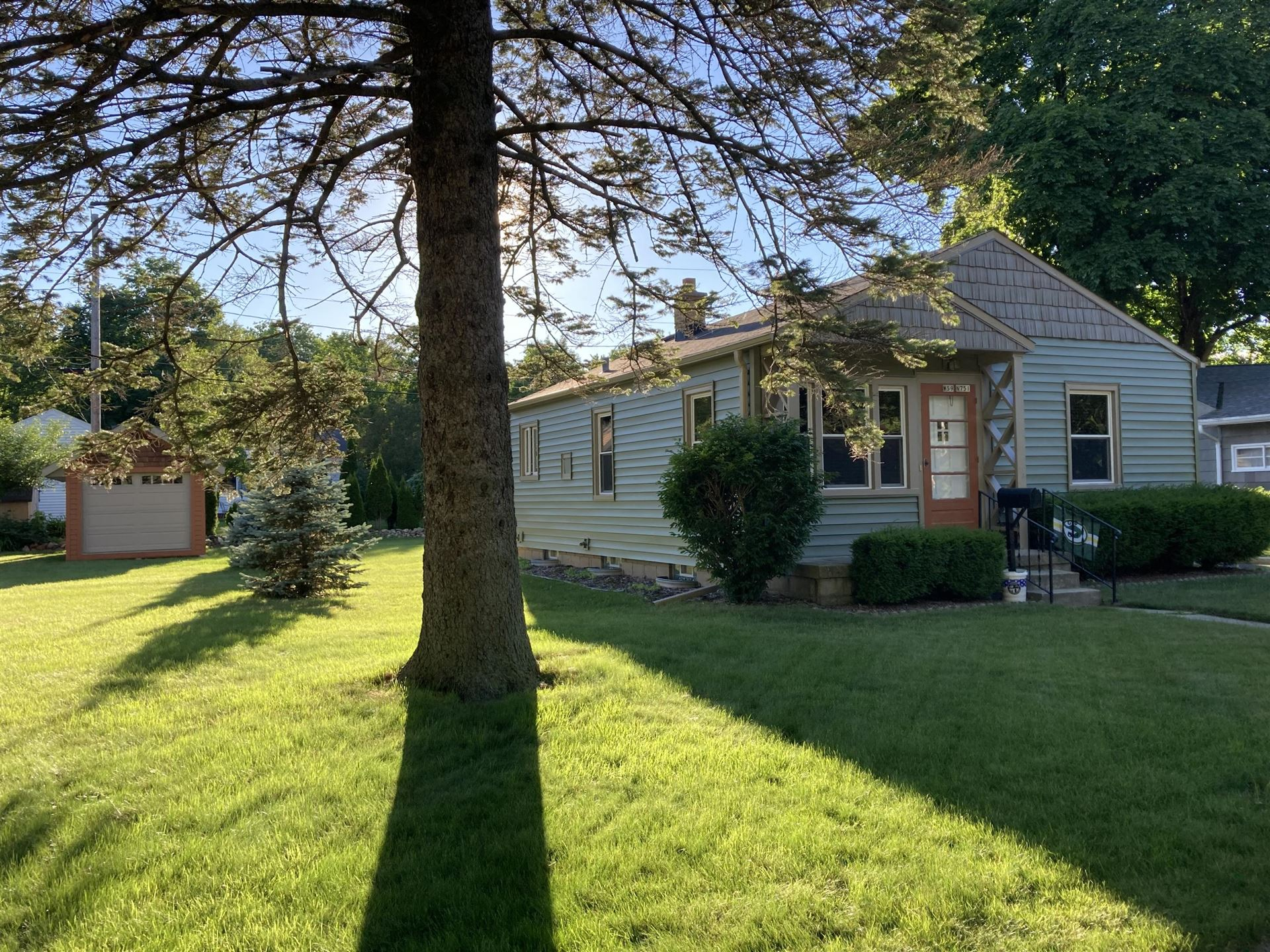 W59N751 Highwood Dr, Cedarburg, WI 53012 - #: 1751903